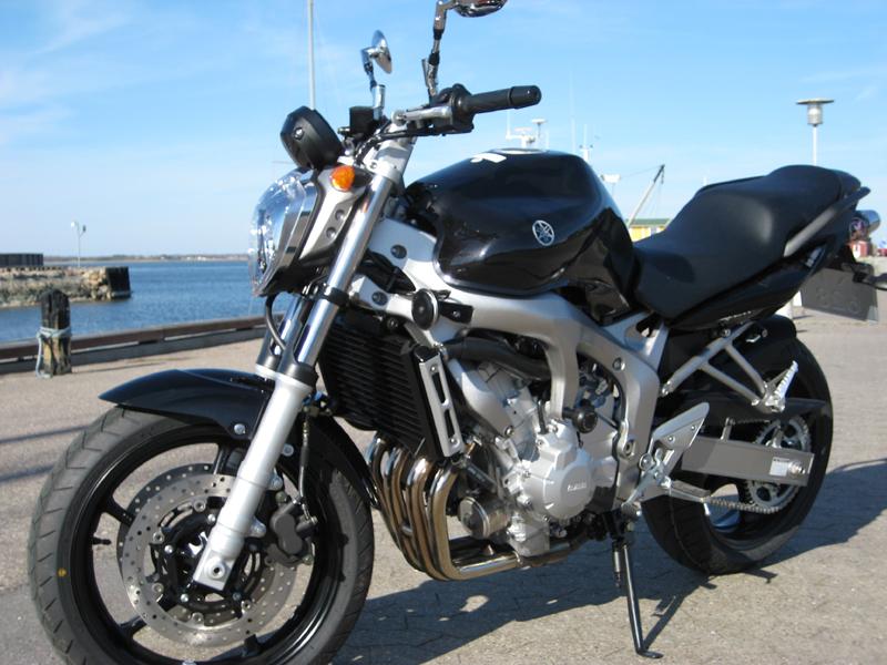 Motorcykel-yamaha-fz6-n